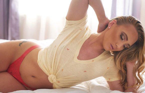 AJ Applegate (Эй Джей Эпплгейт) - актриса пикантного кино из Нью-Йорка