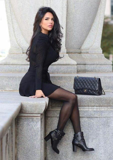 Фото девушек с красивыми ногами в колготках коротких юбках 5