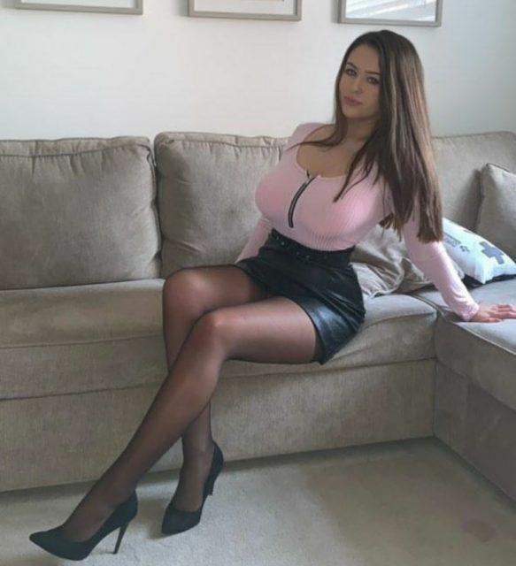 Фото девушек с красивыми ногами в колготках коротких юбках 11