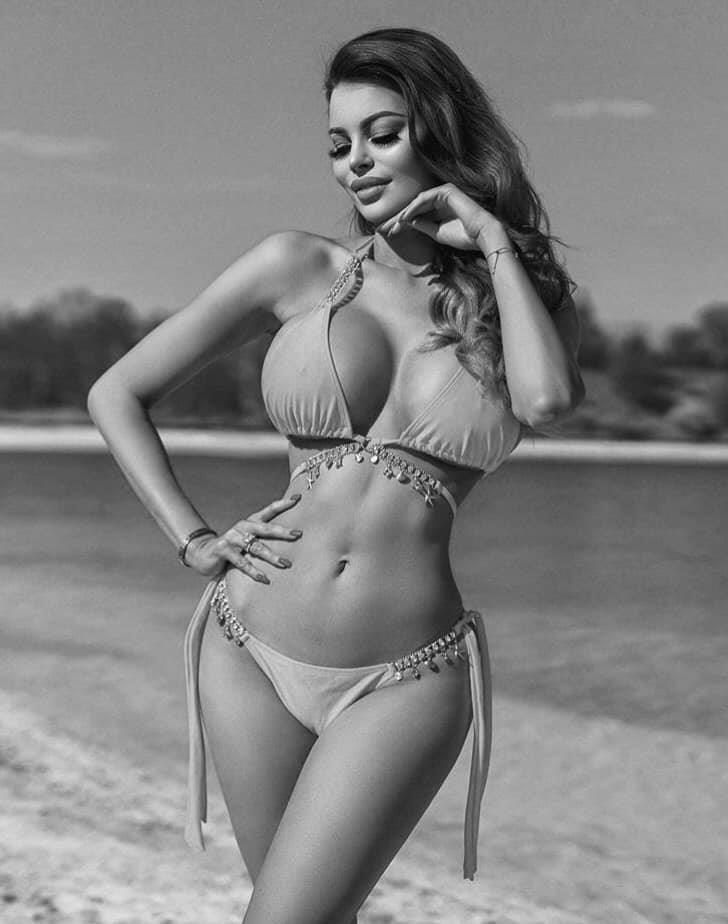 Шикарные черно-белые фото девушек в большом фотосете 11