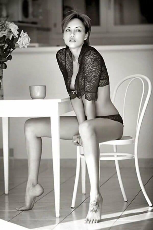 Шикарные черно-белые фото девушек в большом фотосете 15