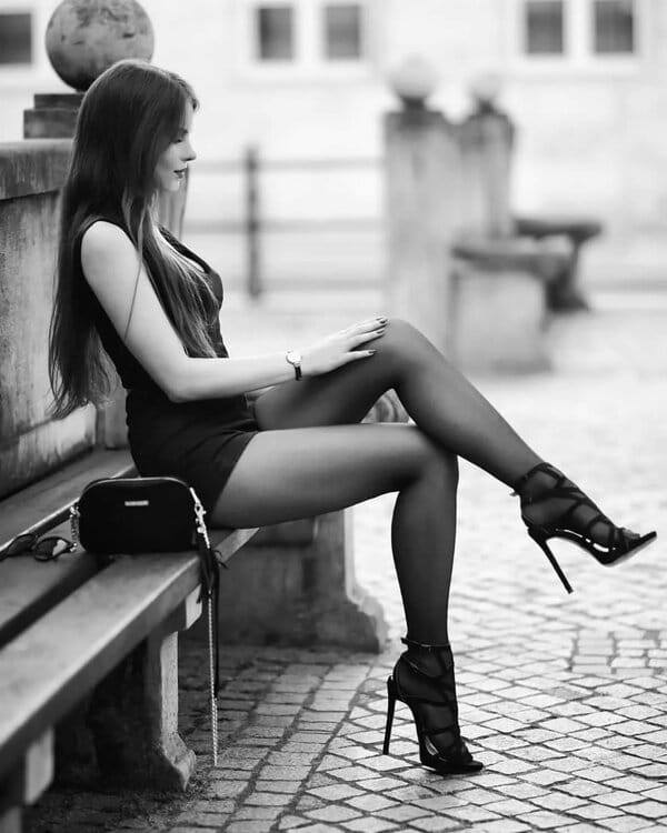 Красавицы брюнетки - Черно-белые фото в одном фотосете 4