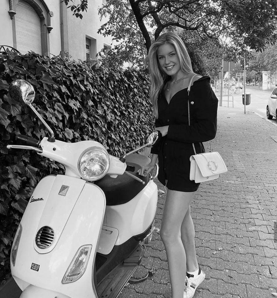 Шикарные черно-белые фото девушек в большом фотосете 24