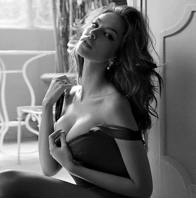 Шикарные черно-белые фото девушек в большом фотосете 25
