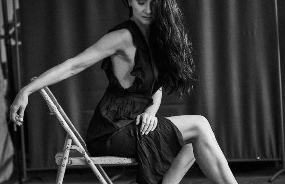 Красавицы брюнетки - Черно-белые фото в одном фотосете