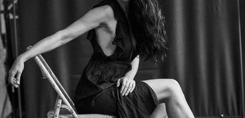 Красавицы брюнетки – Черно-белые фото в одном фотосете