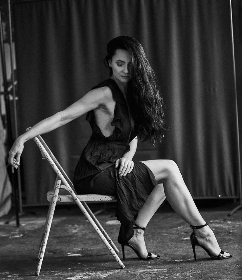 Красавицы брюнетки - Черно-белые фото в одном фотосете 10