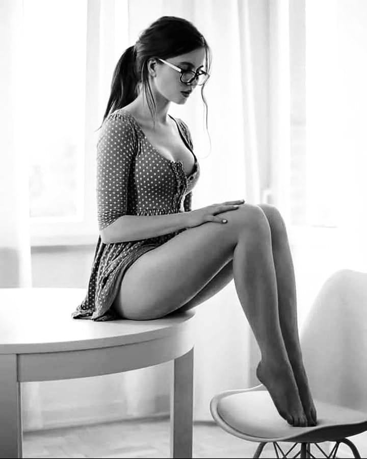 Красавицы брюнетки - Черно-белые фото в одном фотосете 11