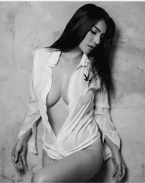 Красавицы брюнетки - Черно-белые фото в одном фотосете 12
