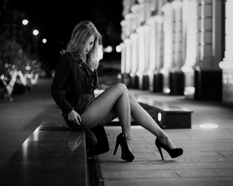 Шикарные черно-белые фото девушек в большом фотосете 2