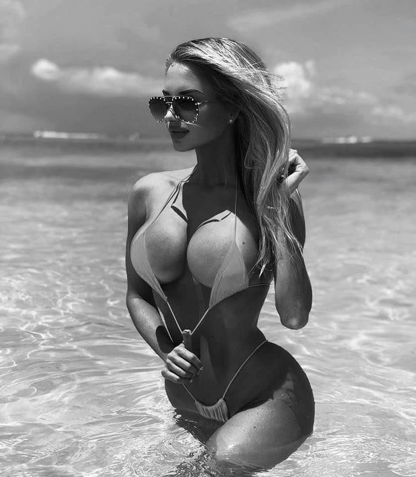 Шикарные черно-белые фото девушек в большом фотосете 5