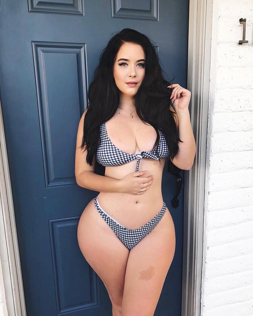 Holly Luyah - красотка с шикарными формами - как вам бедра? 3