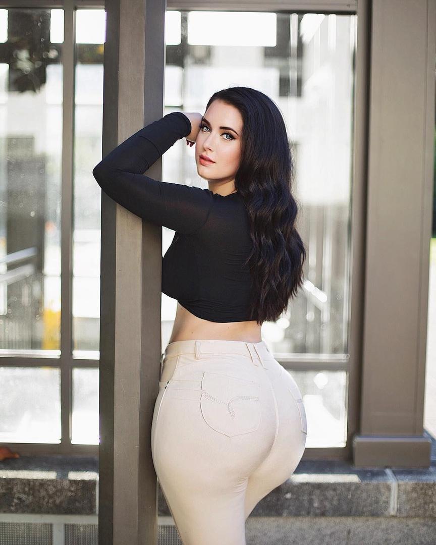 Holly Luyah - красотка с шикарными формами - как вам бедра? 11
