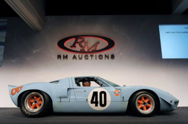 Ford GT40 Gulf/Mirage Lightweight Racing Car