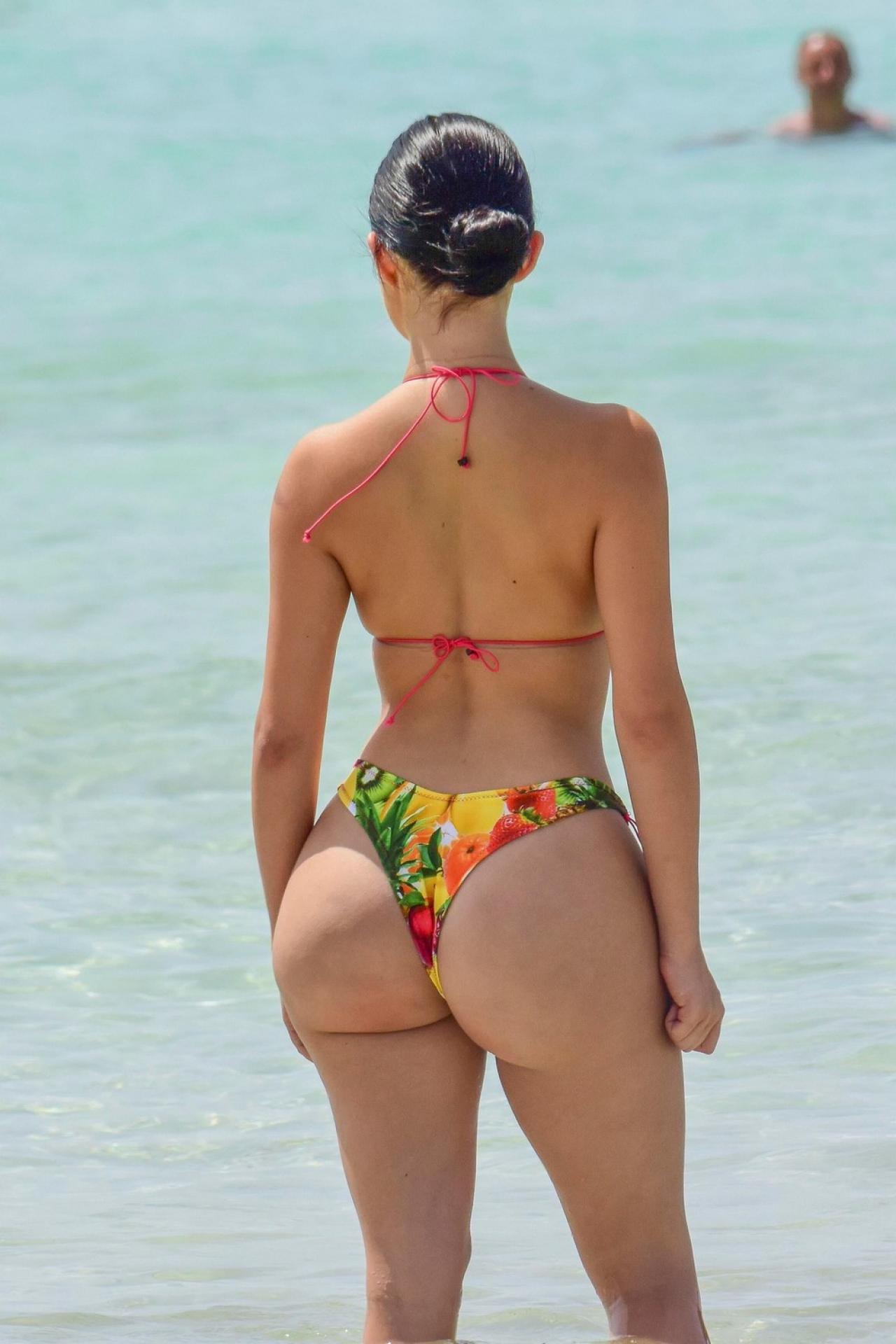 Красивые девушки в бикини на пляже (28 фото) 27