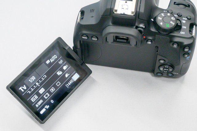 Canon EOS 850D 2