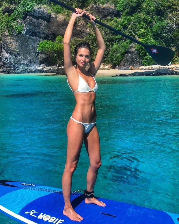 Сара Сампайо в купальнике