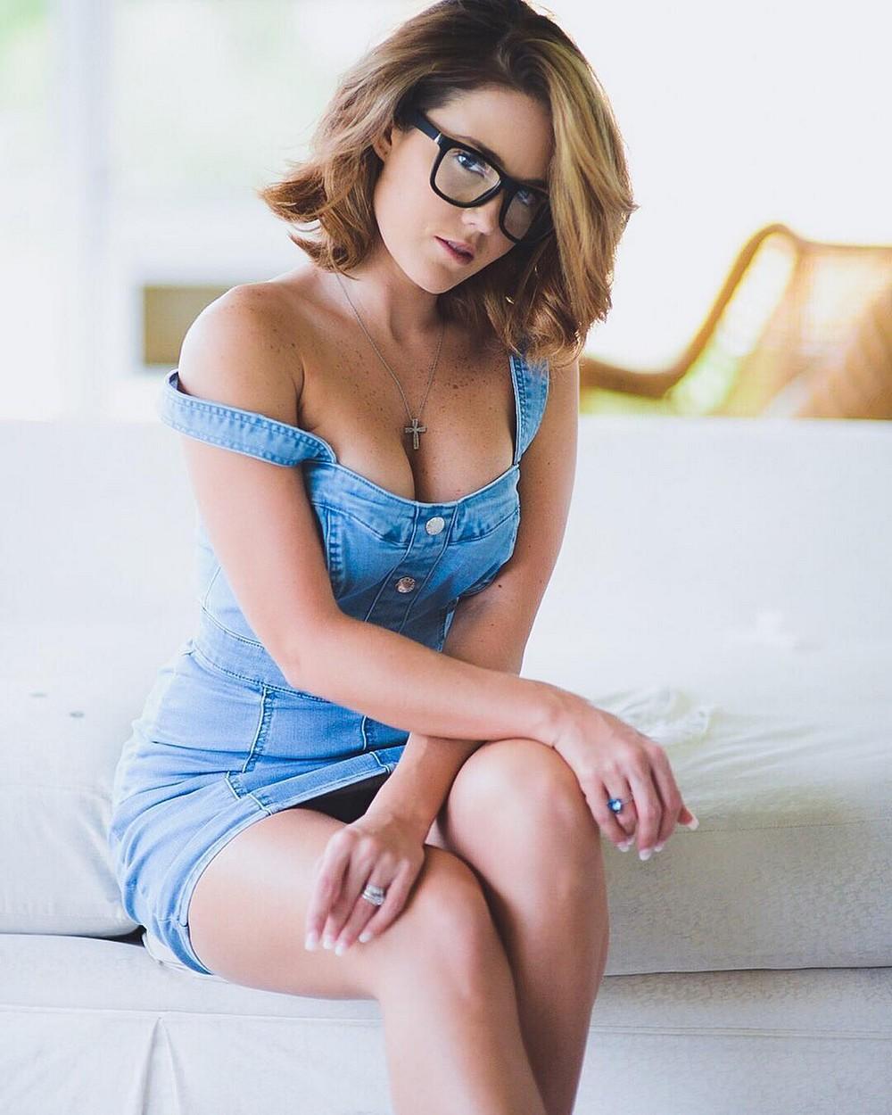 Красивые девушки блондинки в очках (фотоподборка) 5