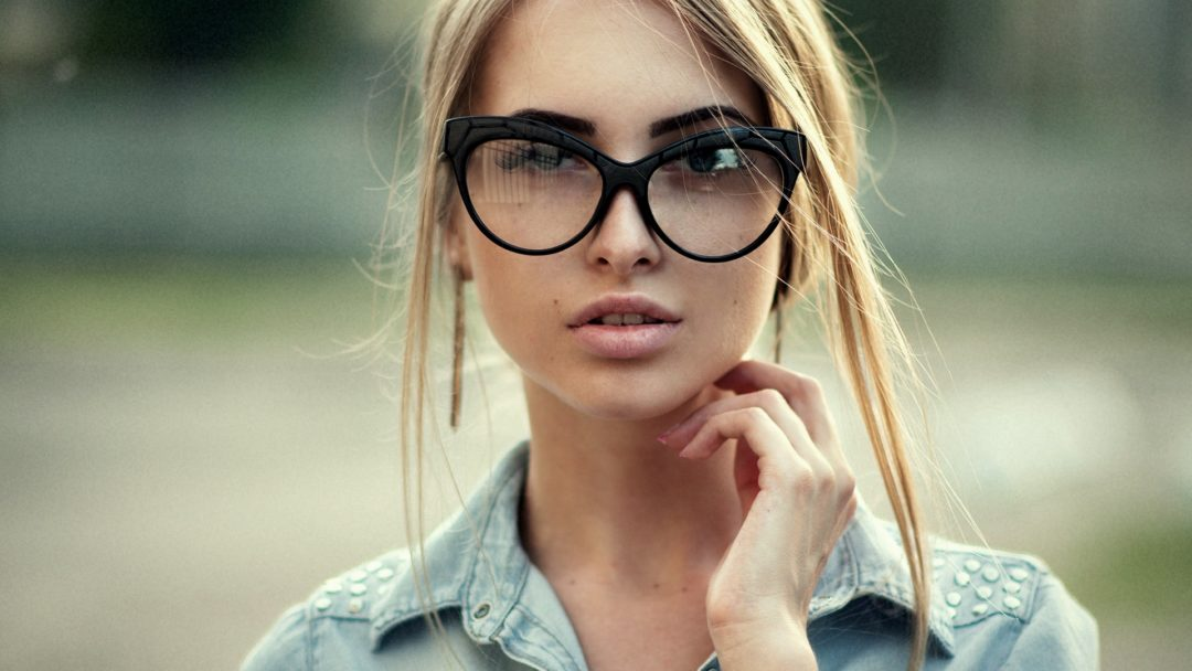 Красивые девушки блондинки в очках (фотоподборка) 6