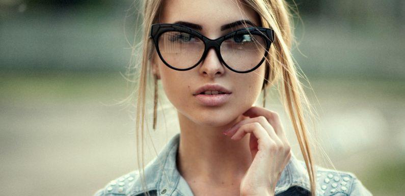 Красивые девушки блондинки в очках (фотоподборка)