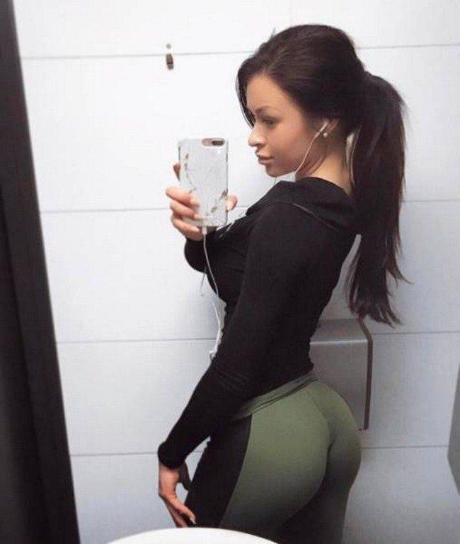 Любительские фото сексуальных фитоняшек в лосинах 14
