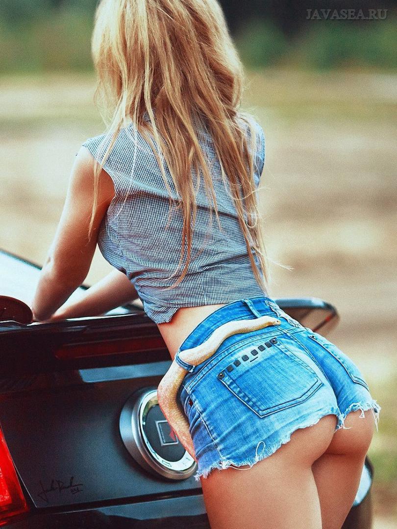 Фото красивых девушек в коротких джинсовых шортах - Подборочка 2
