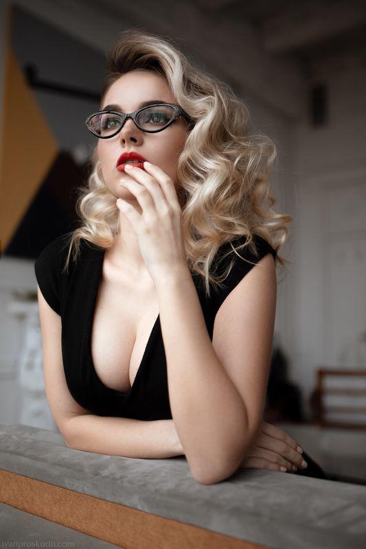 Фото красивых девушек в очках: большая подборка 6