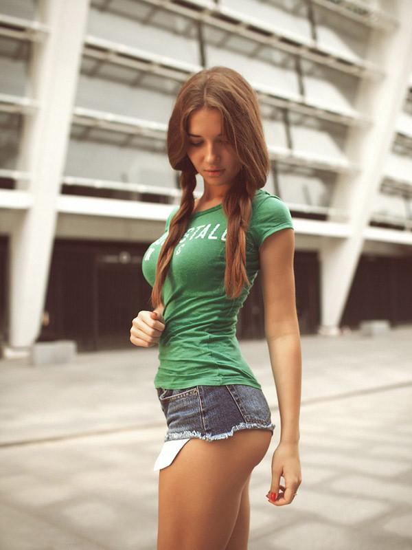 Фото красивых девушек в коротких шортиках 2