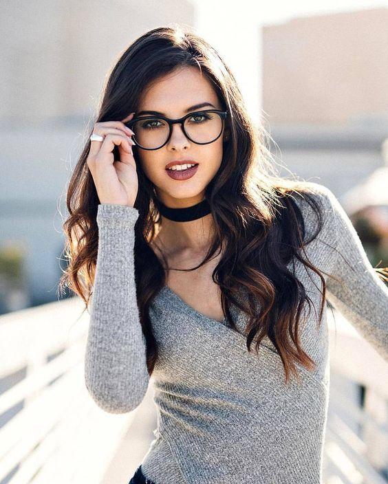 Девушки брюнетки в очках: фотопоборка страстных красавиц 1