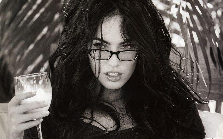 Девушки брюнетки в очках: фотопоборка страстных красавиц 3