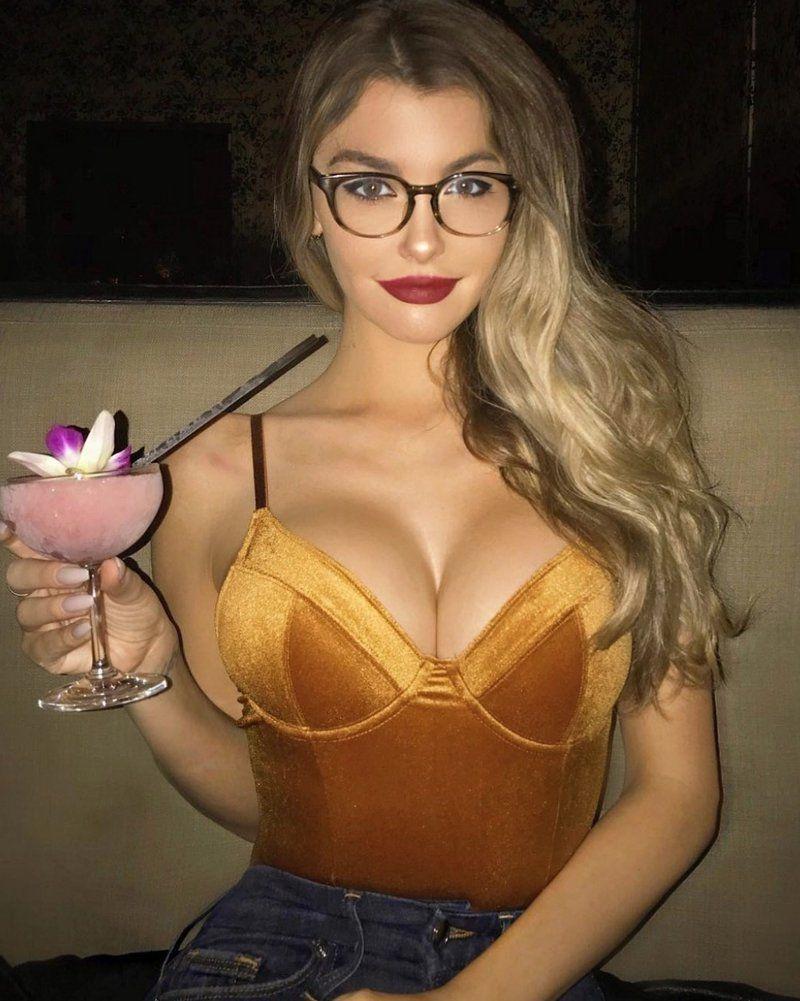 Красивые девушки блондинки в очках (фотоподборка) 1