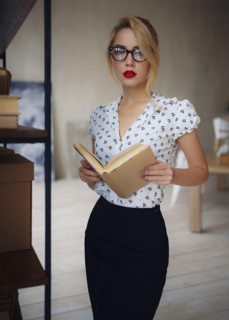 Красивые девушки блондинки в очках (фотоподборка) 8