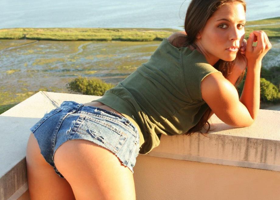 Фото красивых девушек в коротких джинсовых шортах - Подборочка 4