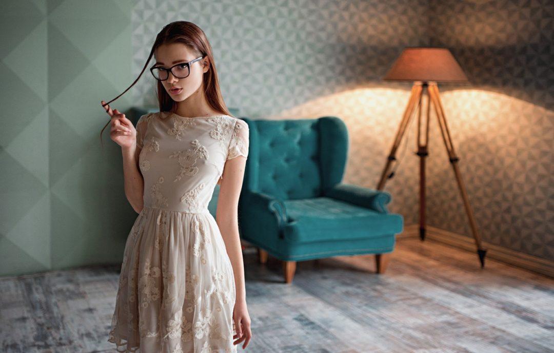 Фото красивых девушек в очках: большая подборка 7