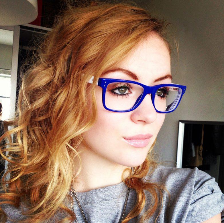 Фото красивых девушек в очках: большая подборка 8
