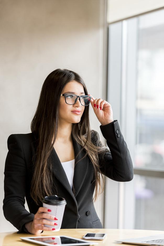 Девушки брюнетки в очках: фотопоборка страстных красавиц 6