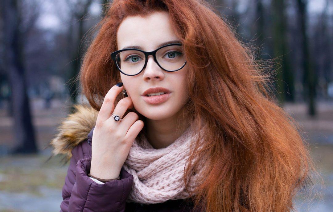 Фото красивых девушек в очках: большая подборка 9