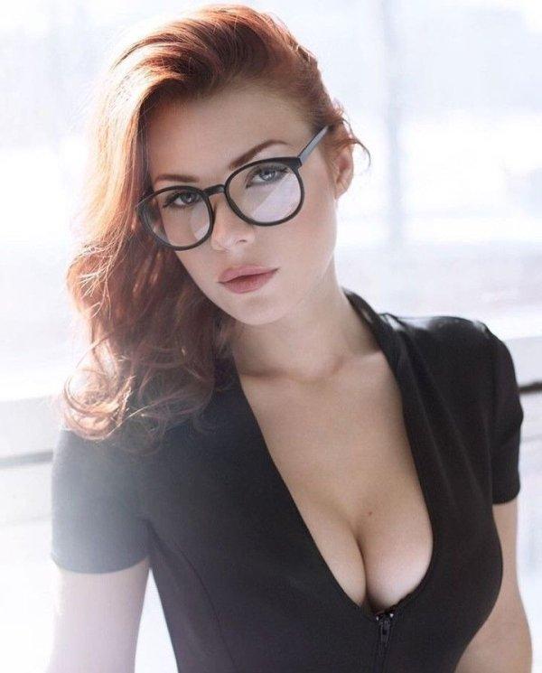Фото красивых девушек в очках: большая подборка 10