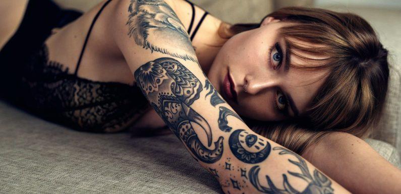 Фото красивых девушек с татуировками: большая подборка