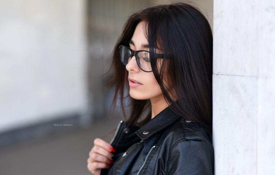Девушки брюнетки в очках: фотопоборка страстных красавиц 9