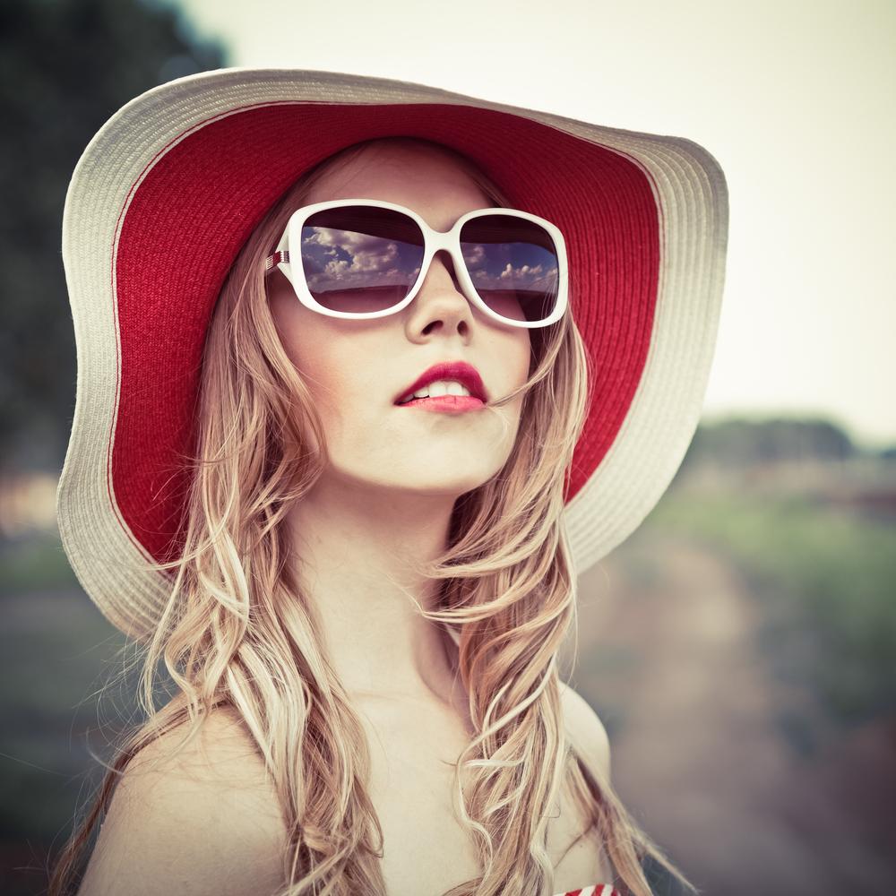 Красивые девушки блондинки в очках (фотоподборка) 9