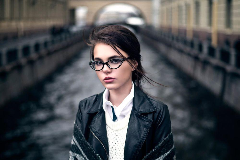 Фото красивых девушек в очках: большая подборка 12