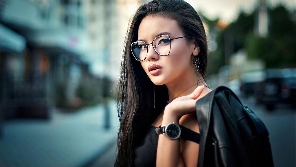 Девушки брюнетки в очках: фотопоборка страстных красавиц 10