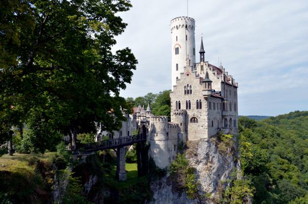 Самые красивые замки, которые возвышаются над пропастью 5