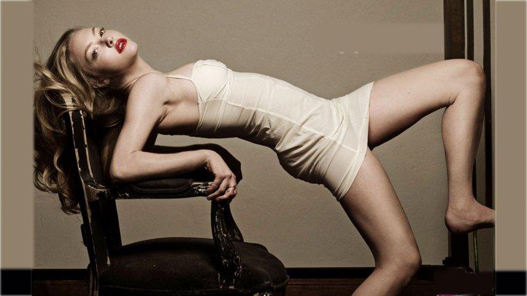 Аманда Сейфрид: горячие фото красотки из «Mamma Mia!» 12