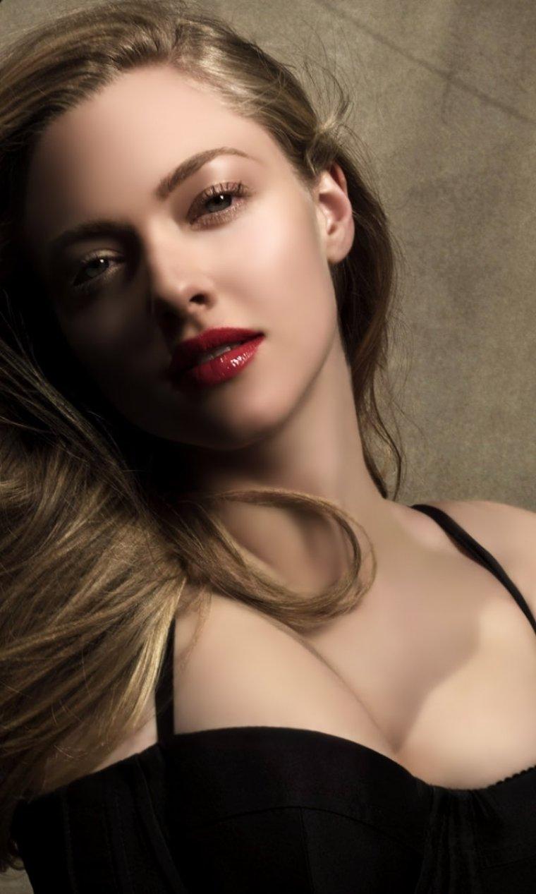 Аманда Сейфрид: горячие фото красотки из «Mamma Mia!» 13
