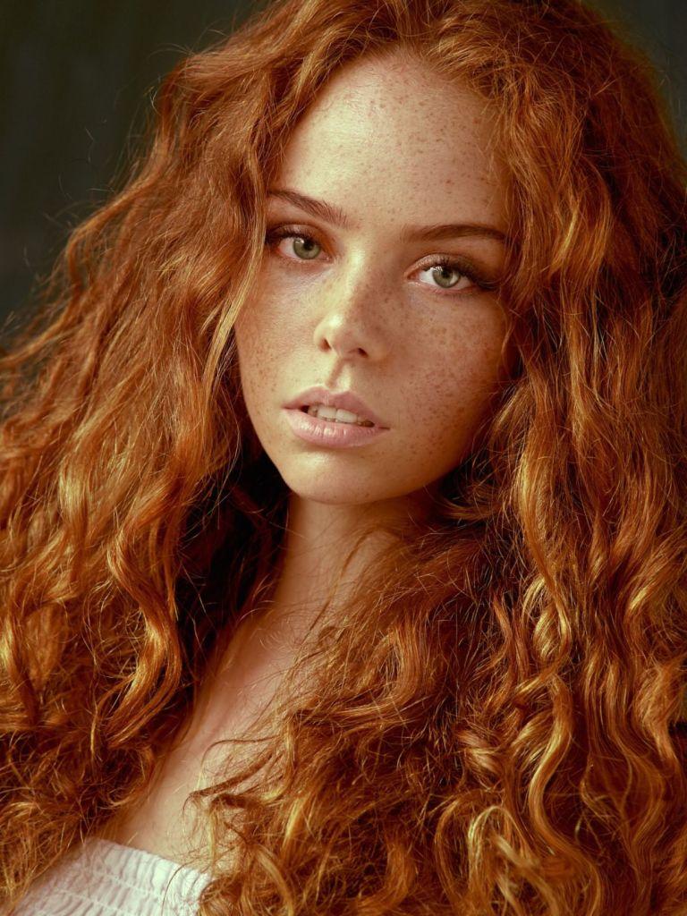Рыжие девушки с кудрявыми волосами: фото ярких кудряшек 3