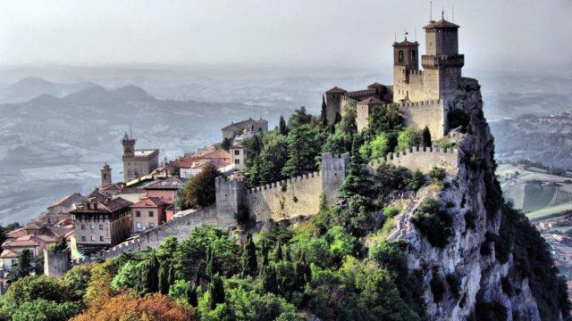 Самые красивые замки, которые возвышаются над пропастью 1