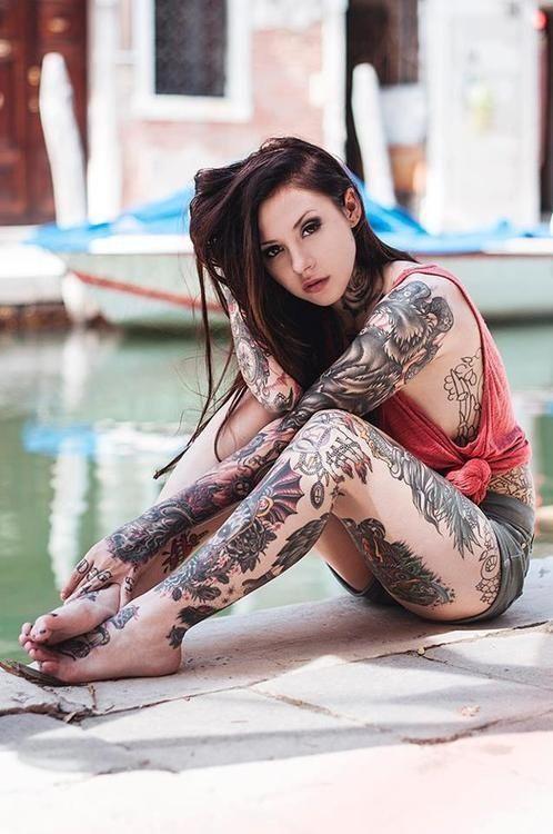 Ну, очень красивые девушки с шикарными татуировками (53 фото) 25