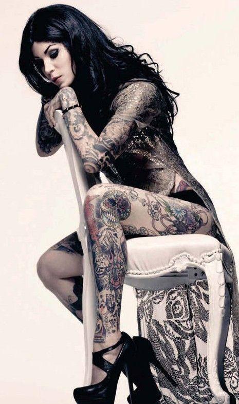 Ну, очень красивые девушки с шикарными татуировками (53 фото) 27